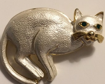 Vintage Goldtone White Enamel CAT Brooch ~ Green Rhinestone Eyes ~ FUN