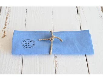 Napkin in light blue linen and hemp, sustainable and eco-friendly towel round his