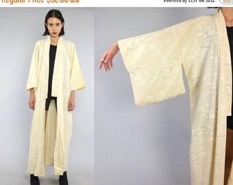 SALE 25% OFF Vtg Ivory Asian Floral Duster Kimono Jacket Robe OS