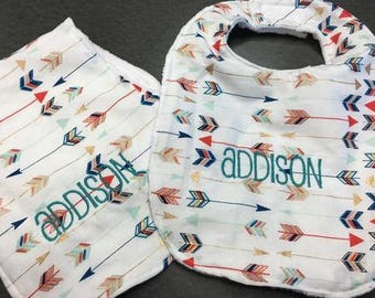 Arrow Print Bib & Burp Rag Set