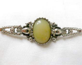 Silver tone jade brooch, green lapel pin, jade cabochon bar brooch, Art Nouveau style vintage jewellery, costume jewelry, gifts for her