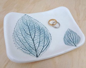 Ceramic leaf ring dish. Teal green ring holder, jewellery holderJewellery bowl, porcelain bowl. Engagement or wedding gift, bridesmaid gift