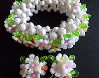 White Plastic Flower Bracelet Earring Set, Hong Kong, Stretch, Vintage