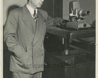 Aviation inventor A. de Seversky w projector 1945 photo