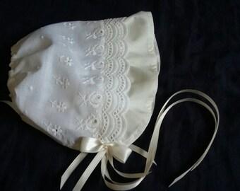 Baby Girl Cream Eyelet Christening/Baptism Bonnet /Sun Hat Size  0-18 Months