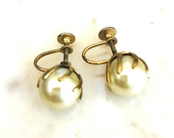 Vintage Pearl Screw Back Earrings