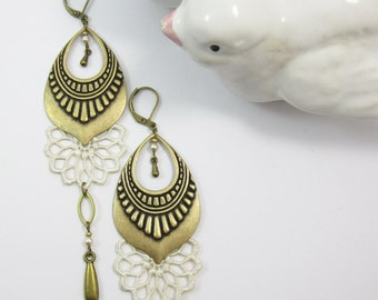"Earrings ""La coquette"" brass, grey lace and cristal beads"