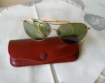 True Vintage Rare American Optical  Calobar Green Lenses Sunglasses Ful Vue 1/10-12K Gold Filled 1940's. Made in the USA.