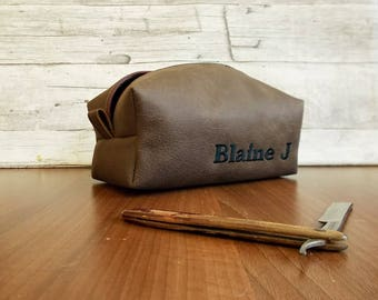 Brown Dopp kit, Personalized toiletry bag, Shaving bag, Cosmetic case, Groomsman set, Wash bag, Mens travel organizer, Rustic, Vegan leather