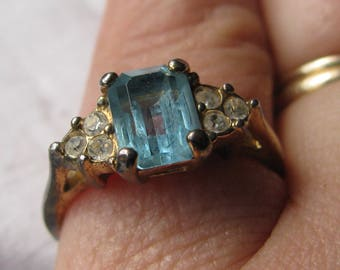Vintage Costume Size 8 Ring, Light Blue Emerald Cut Rhinestone, Faux Diamond Accents, Gold Band