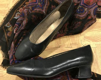 Vintage Women's Black Block Heeled Hush Puppies Size 7 Leather Shoes