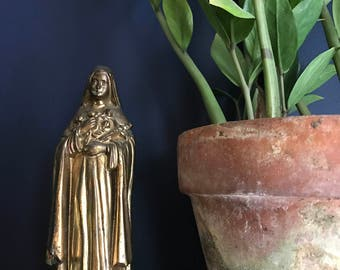 Bronze Plated Cast Metal Prayer Statue Saint Theresa With Crucifix And Bouquet