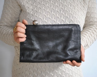 Vintage LEATHER CLUTCH .....(483)