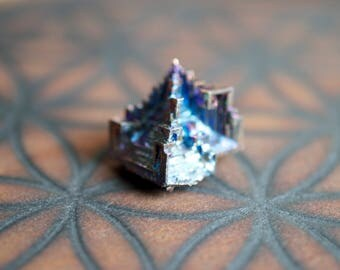 Bismuth specimen; Elemental metal 83 on the periodic table