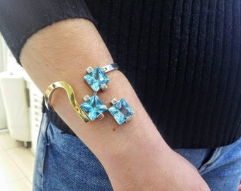 Blue topaz bracelet in silver and gold.