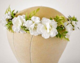 White flower crown. Silk floral crown. Full flower crown. Greenery floral crown. Bridal hair flowers. Bridal hair wreath. Bridesmaids