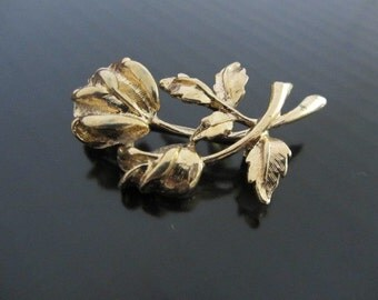 Vintage gold tone metal rose stem leaf brooch/pin  - Vintage rose steam  brooch  - Rose pin/brooch –Costume vintage jewellery