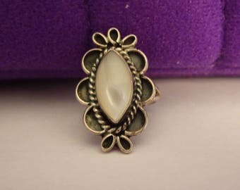 Silver and Mother of Pearl Ring - size 5 1/2