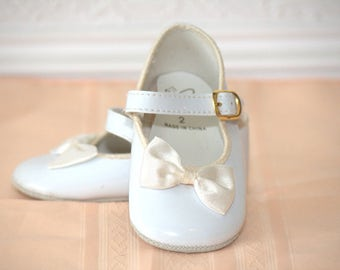 Girls Vintage White Baby Shoes - Size 2 - Vintage Baby Shoes - Vintage dress Shoes - Vintage Boys Shoes - Vintage Girls Shoes - dress shoes