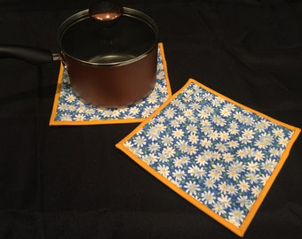 Daisy Quilted, Insulated Pot Holder Set