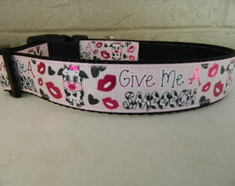 Give Me a Smooch Dog Collar