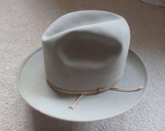 grey felt man's hat