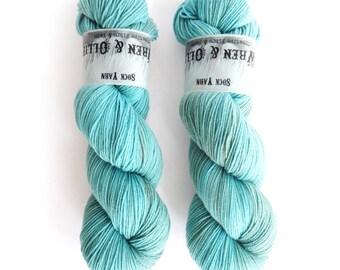 Sock Yarn Superwash Merino/Nylon 85/15 4ply Handdyed Yarn: FROZEN