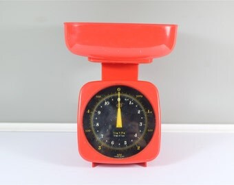 Vintage red kitchen scale made in Hong Kong - Weight in lbs and kgs max 5kgs 11lbs - Red vintage kitchen - Retro kitchen scale