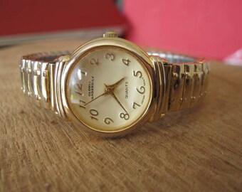 "Vintage Gloria Vanderbilt Gold Tone Round Face Quartz Watch Womens 6-8"""
