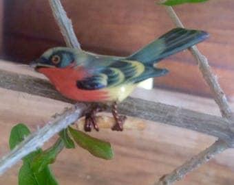 Sweet Vintage Painted Wooden Bird Brooch.