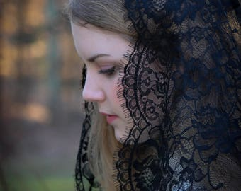 Evintage Veils~ NOT QUITE PERFECT Sale Black Spanish Lace Floral Lace Mantilla Chapel Veil Classic D Shape