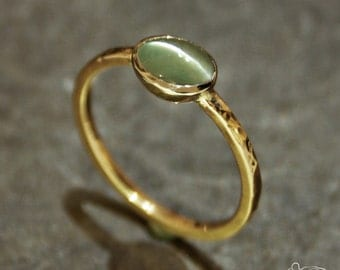 Yellow gold ring and white gold setting with chrysoberyl