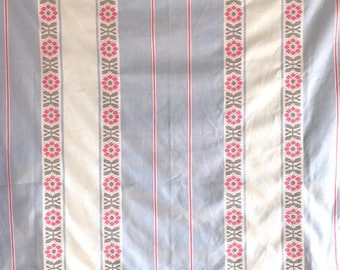 FRENCH COUNTRY TABLECLOTH / Cotton / Table cloth / White, blue, pink / Mid century / 50s / 60s / Farmhouse / Cottage / Romantic