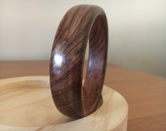 Handcrafted Unique Wood Bangle (Tasmanian Blackwood) . Artist signed. Sculptor Colin Watson