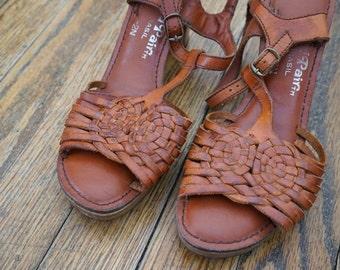 70s Wooden Heels// Bohemian Heels// Cut Out Heels// Size 5// Vintage Shoes// Vintage Footwear