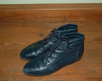Women Size 9 Vintage 1980's Danexx Blue Leather Ankle Booties