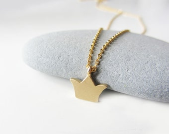 Gold crown necklace, dainty crown necklace, minimalist necklace, gold charm necklace