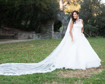 Designer Wedding Dress 100% Silk Organza and Lace with Free Veil and Notebook - Size 10 - Ball Gown / A Line Unique Gown - Italy