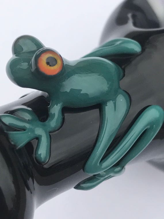 Glass Pipe Frog on Dot Stack