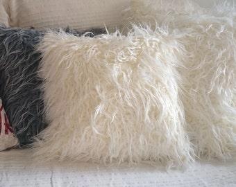 Decorative pillows fake fur, long haired-sheep, off white throws pillows, pillow covers, pillow cases, chalet cushions, fur imitation,