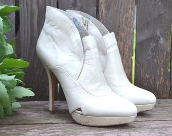 Charles David White Ivory Snake Leather High Heel Stiletto Ankle Boot Booties Sz 7.5