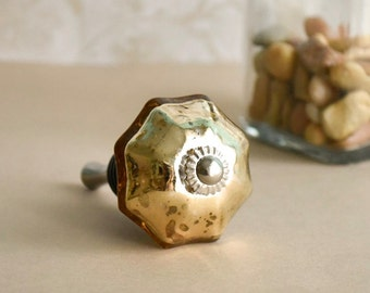 Beautiful gold mercury glass bottle stopper. Makes a brilliant gift!!