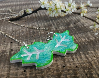 Green leaves necklace, leaf ceramic pendant, holly branch, nature gift for her, eco friendly jewellery, natural ecochic jewelry, vegan girl
