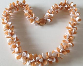 1950s Hawaiian Lei Propellor Bead Necklace in Peaches and Cream Plastic