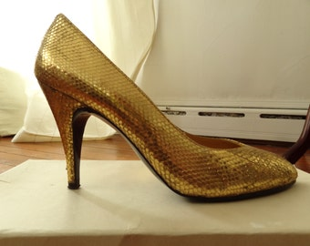 Vintage 1980s sz 8 Giron gold metallic snakeskin heels, Pumps. Dress shoes, costume