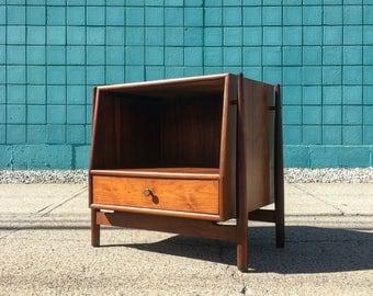 Kipp Stewart | Mid Century Walnut Nightstand / End Table | Drexel