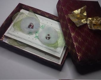 Handmade Greeting Cards Kit. Two Embroidered Cards with Envelopes. Two White Cards with Handmade Organza Flowers. Floral Cards Kit
