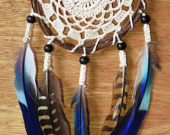 Handmade Crochet Dreamcatcher with natural feathers - Attrape rêve crochet fait main avec plumes naturelles