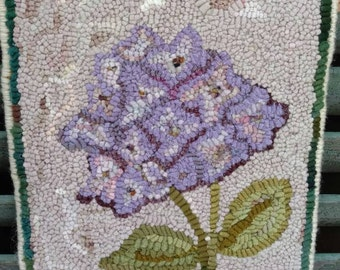 "Hand Made Primitive Hooked Rug ""Spring Hydrangea Bloom"" Wool Table Topper Mat"
