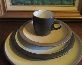 4 piece set Vintage Heath Ceramics Edith Heath Mid Century Dinnerware 1 dinner plate 1 salad plate/shallow bowl 1 dessert plate/ bowl, 1 mug